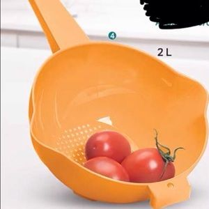 Tupperware 2 Quart Colander Strainer with Handle,